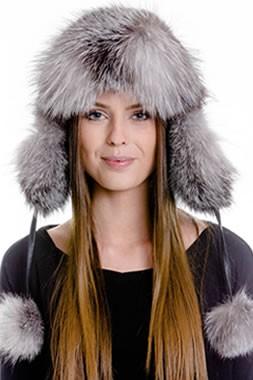 女性の毛皮の帽子